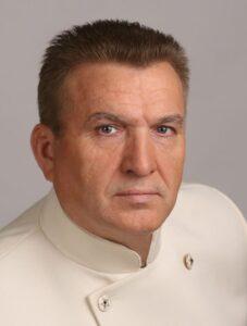 Директор Государственного исторического музея Южного Урала — Богдановский Владимир Иванович.