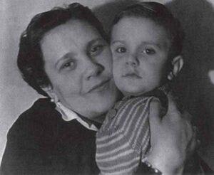 Наталья Кончаловская и маленький Никита Михалков