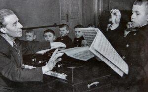 Эдуард Артемьев в детстве - сольфеджио