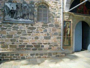 Увеличенная копия снимка с образом Богоматери ныне помещена у врат русского святогорского монастыря святого Пантелеимона