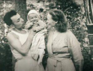 Александр Кемурджиан в детстве с родителями