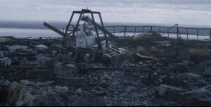 Самоходный транспортный робот СТР-1 за уборкой радиоактивного мусора на крыше ЧАЭС